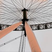 londonáj monocikli alulnézetből