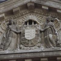 Magyar középcímer - Budapest, Széchenyi tér