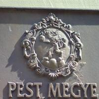 Pest megye címere - Budapest, Városház utca