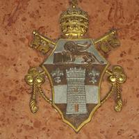 XXIII. János pápa címere - Budapest, Ferences templom