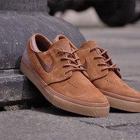 ...mert a deszkás cipő lehet elegáns is! - Nike Janoski