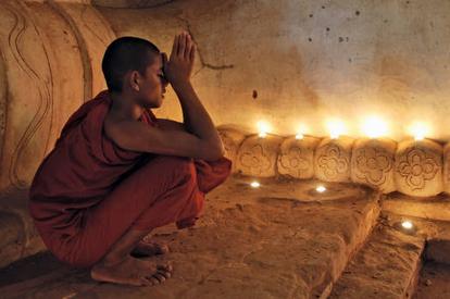 praying-monk.jpg
