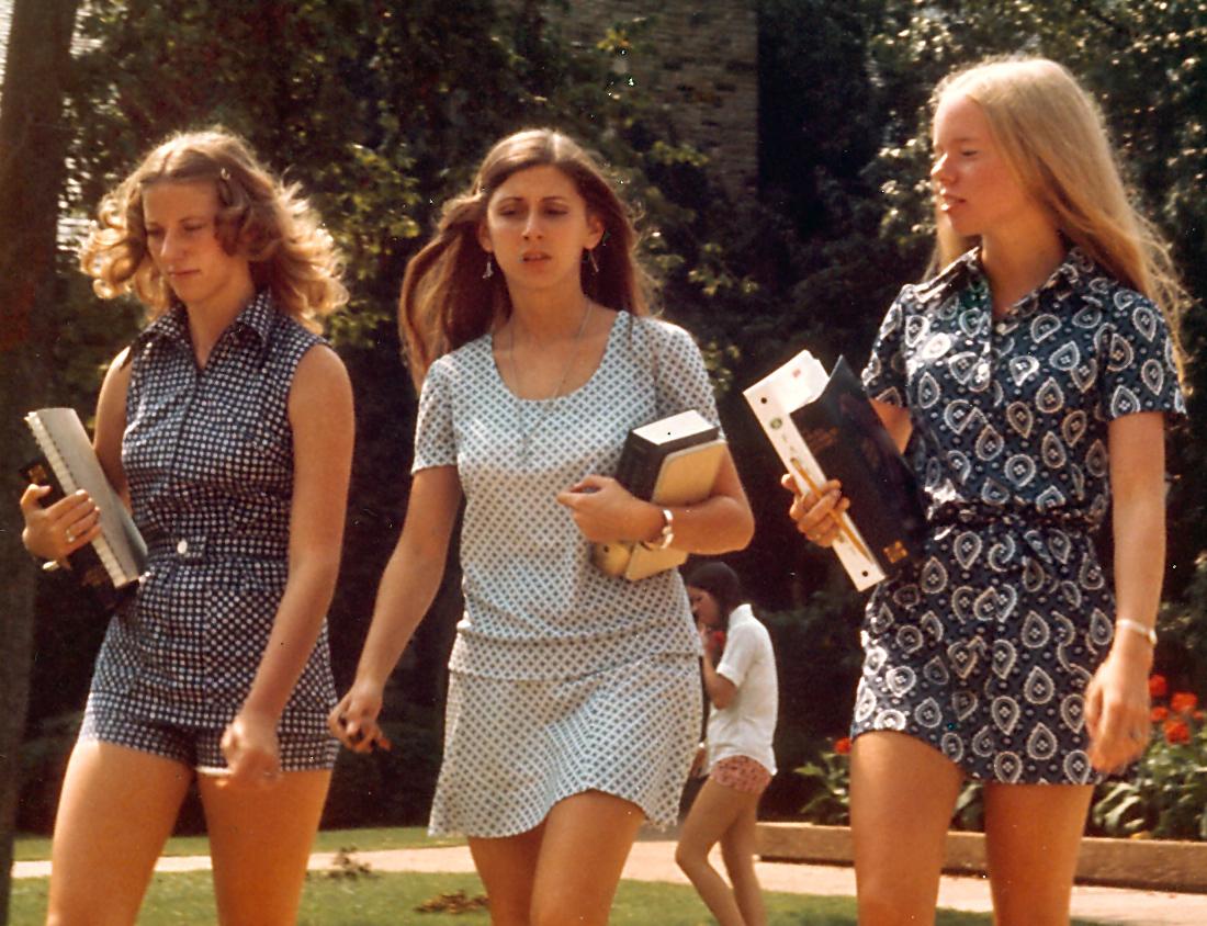 1970sgirls.jpg