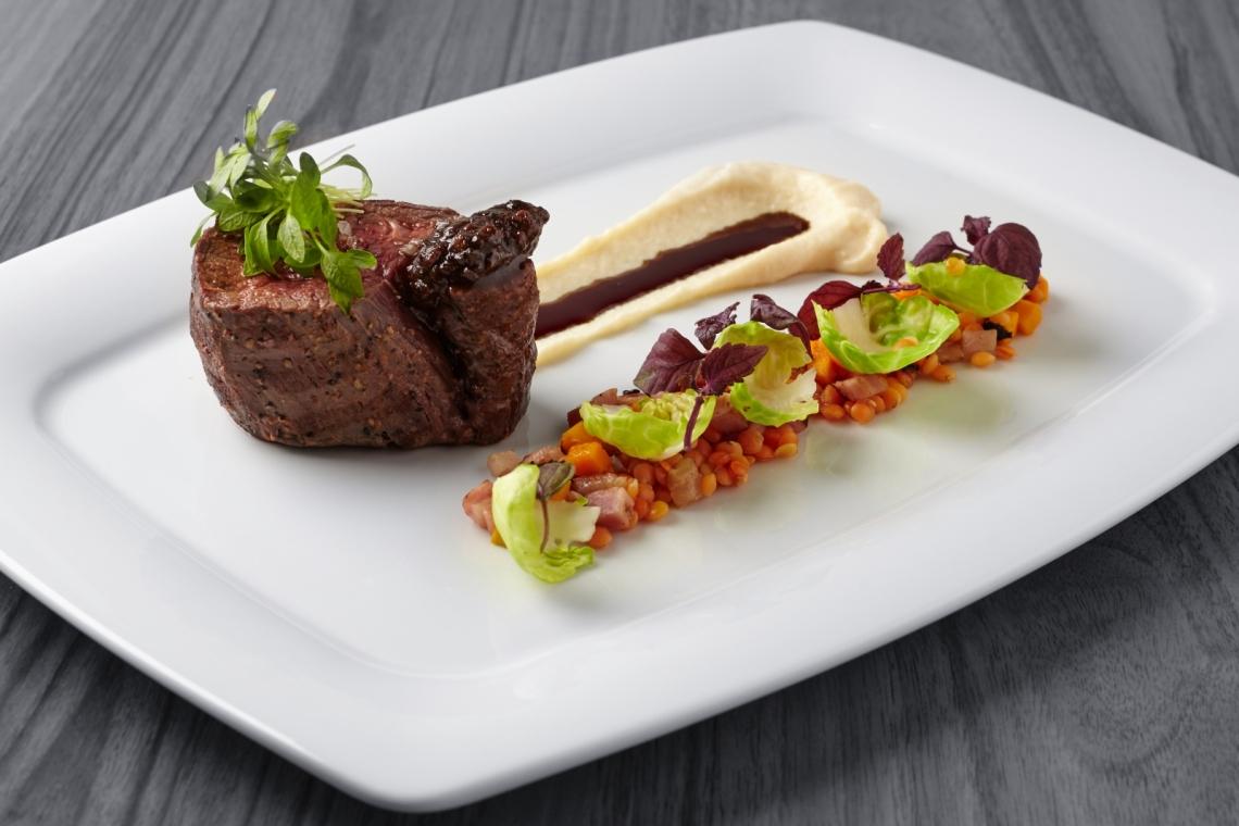 roasted-beef-steak-potato-cream-and-lentils.jpg
