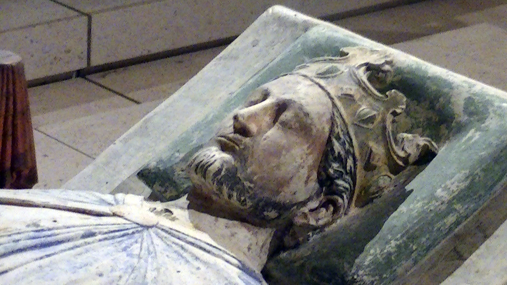 church_of_fontevraud_abbey_richard_i_effigy.jpg