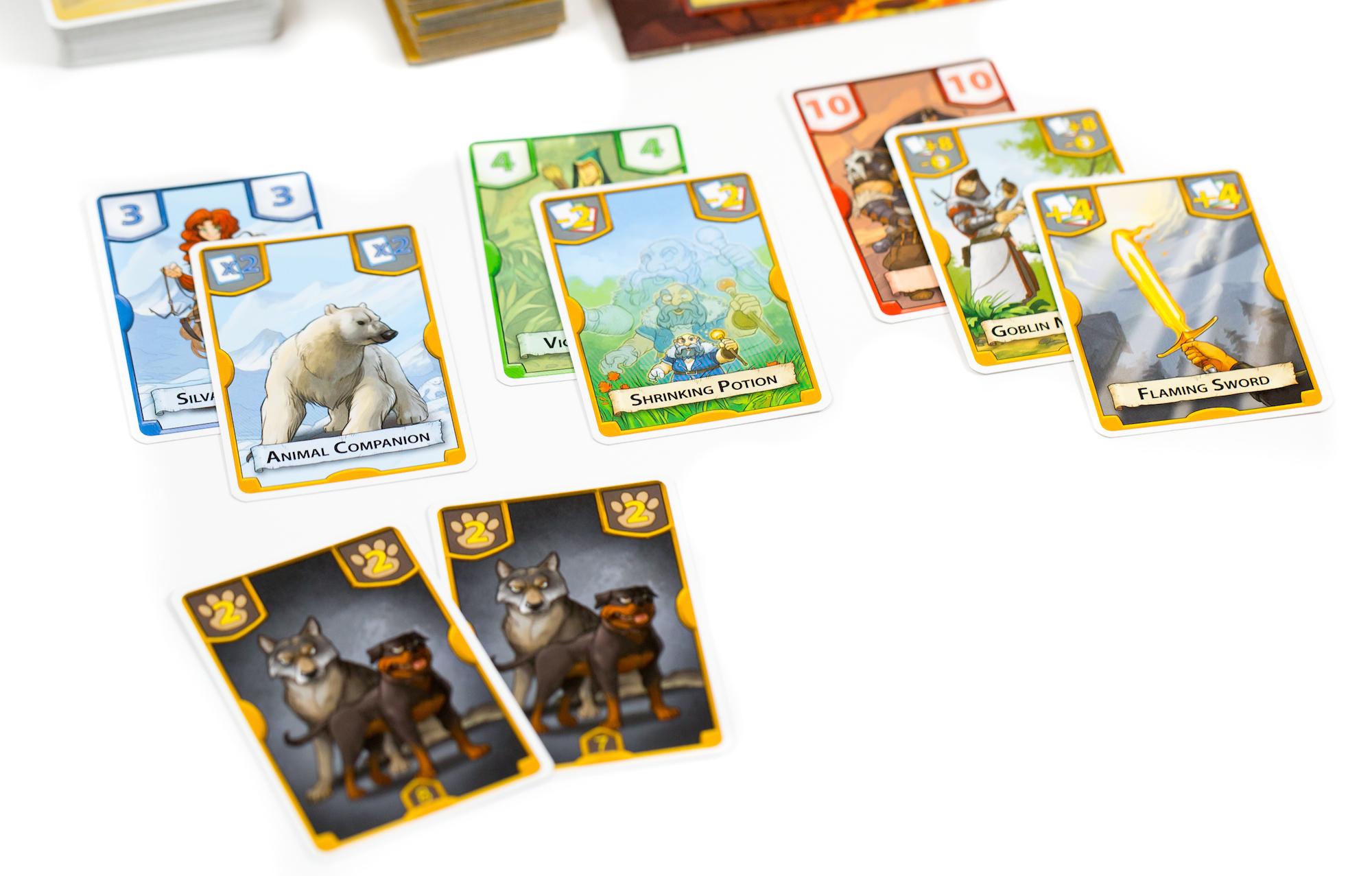 A Fagyott Hegyen segítségül hívta a csapat a segítő állatot, így 6-os erejű a csapatuk. Az őserdőben felhasználták a Zsugorító akció kártyát, így a csapat ereje: 2-es. A Láva Barlangban segítettek a Goblin Zsoldosok, no és a lángoló kard is, végül 22 lett a csapat ereje. Az örzőkutyák olyan erősek, hogy gond nélkül megvédik a tábort.