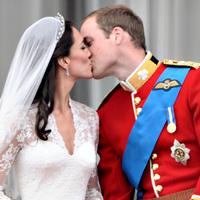 Az évtized partiján kel egybe Vilmos herceg és Kate Middleton - percről percre
