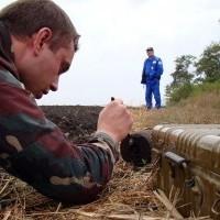 Idős tűzszerész végzett fiatal társával