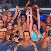 A Neckermann hazahozta Mubarakot