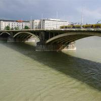 Túl magasra emelték a Margit hidat