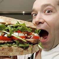 Beperli munkaadóját a meleg szendvics