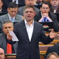 A nap képe: Meglepetésvendég a Jobbik-frakcióban