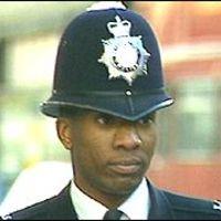 Fekete rendőrökre csaptak le