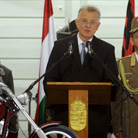 Schmitt Pál a motorját nevezi ki államtitkárnak
