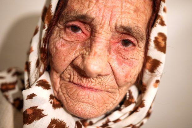 pay-granny-licks-eyeball_1.jpg