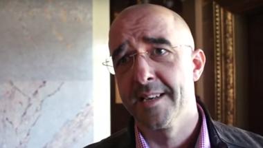 """Videó a parlamentből: """"Ha kell, a fél országot körbekerítjük"""""""