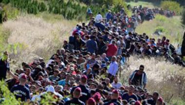 Menekültek ezrei érkeztek ismét Magyarországra