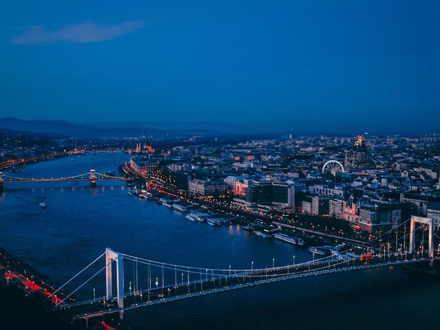 Új híd épül Budapesten.