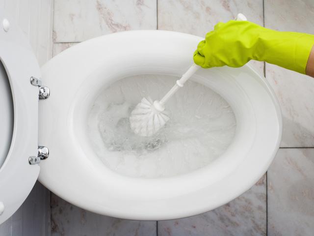 A legmakacsabb vízkő is eltűnik a vécékagylóból.