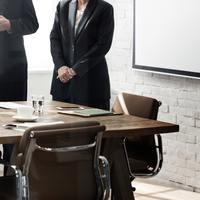 9 jel, hogy alulértékel a főnököd
