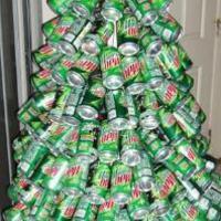 Hogyan csinálj karácsonyfát üdítős dobozokból?