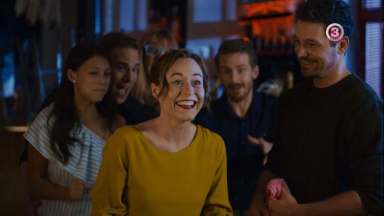 Lány találkozik lány randi bor