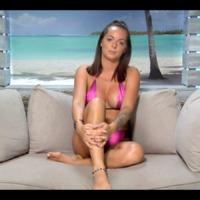 Love Island 1x22 - Dani kangörcsbe állva frizbizik, irdatlan maszatolás a tét