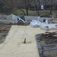 Zajlanak a munkák a park központi területein