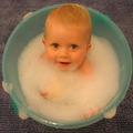 Gazdag felnőtt lesz az újszülöttből, ha pénzérméket tesznek az első fürdővízbe