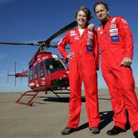 Selyemgyáros nő helikopterrel a két sarkkörön át