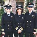 Anya és lányai a pilótafülkében