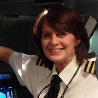 Karlene a regényíró pilótanő
