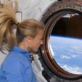 300 - Karen hajkoronája lobog az űrben