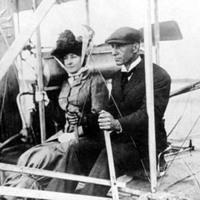 Egy francia színésznő repülni tanul