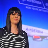 Diplomamunkából Air Serbia dizájn