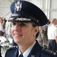 Első nő, aki harci főparancsnok Amerikában
