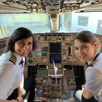 Anya-lánya duó a pilótafülkében