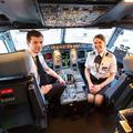 Férj-feleség együtt a pilótafülkében