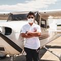 16 éves pilóta növendék Cessnával adományokat szállít kórházaknak