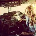 Világhírességeket szállító Privat Jet pilótalány