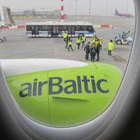 Képriport a Bombardier CS300-as utasszállító első leszállásáról  Budapesten