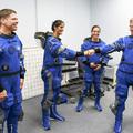 Nők egy űrtaxi tesztpilótái között