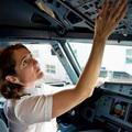 Több nőt a pilótafülkébe