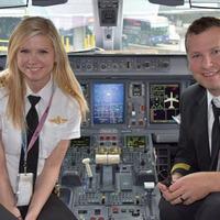 Házaspár a pilótafülkében