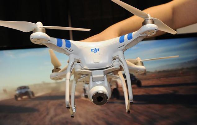 Nicole kezében a világ első drón pilóta engedélye ...