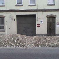 Leállt a soproni vámhivatal, mert murvát hordtak a kapu elé