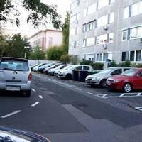 Keresd a parkolóórát a képen!