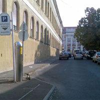 Megállni tilos a fizetős parkolóban