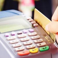 Milyen bank veri az ügyfelére az elromlott bannkártya újragyártási díját?
