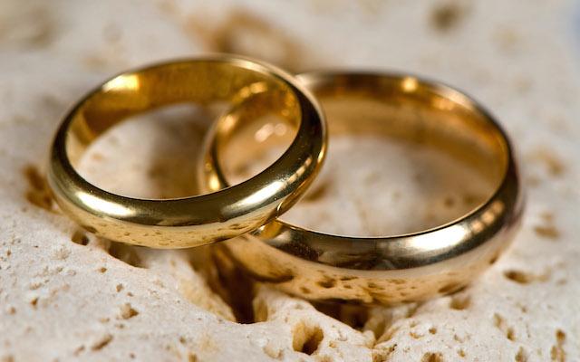 daab3760cf19 Jegygyűrű elvesztése az anyagi káron túl lelkileg sem egyszerű ügy, pláne  nem friss házasok esetében. Luca és Dani ügyében innen nem lehet .